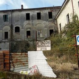 """Il cartello """"vendesi"""" al Pietrasanta  Quarta asta: prezzo giù a 1,5 milioni"""
