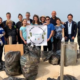Nicole, la nostra Greta  Raccolti chili di rifiuti  e la spiaggia ora è pulita