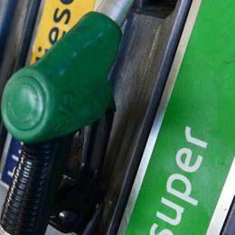 Benzina, a Como paghiamo più di tutti E in A9 sfiorati i due euro al litro