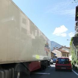 Incubo traffico sulla statale Regina   In coda da Colonno a Lenno (VIDEO)