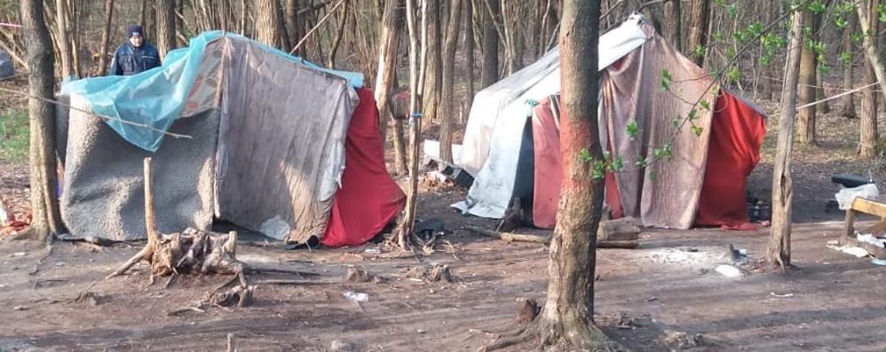 """Il campo dei """"rom"""" smantellato  Olgiate: «Non dategli soldi»"""