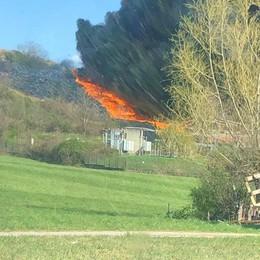 Incendio alla discarica a Mariano   Picco di diossina il giorno del rogo