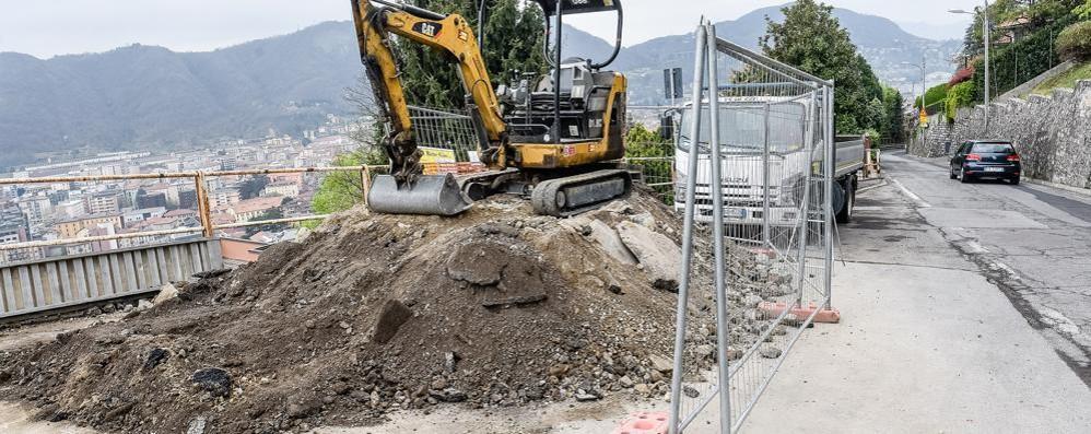 Como - Brunate da incubo  Due quartieri e un paese   in ostaggio dei cantieri (video)