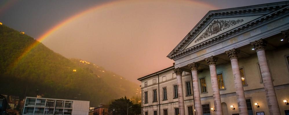 Grandinata e arcobaleno  Immagini spettacolari