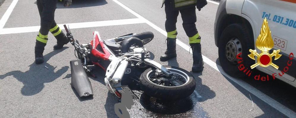 Casnate, scontro tra auto e moto  Ragazzo di 17 anni all'ospedale