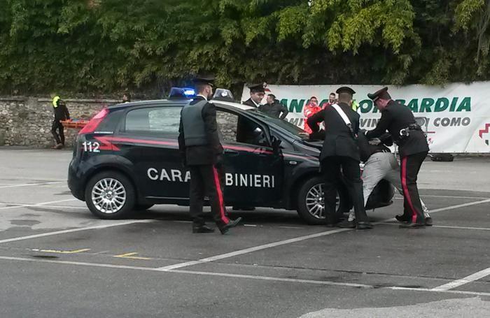 olgiate comasco, carabinieri 112 bimbi in piazza mercato