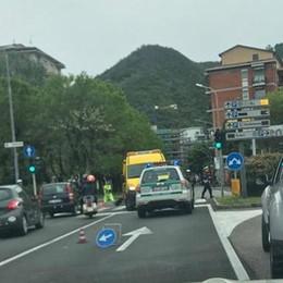 Auto contro moto   in via Ambrosoli