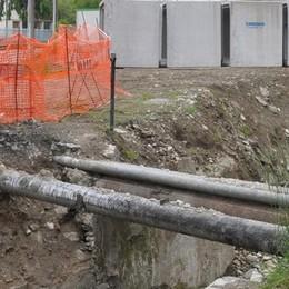 Cantiere in via Gandhi  Demolito il ponte a Cantù