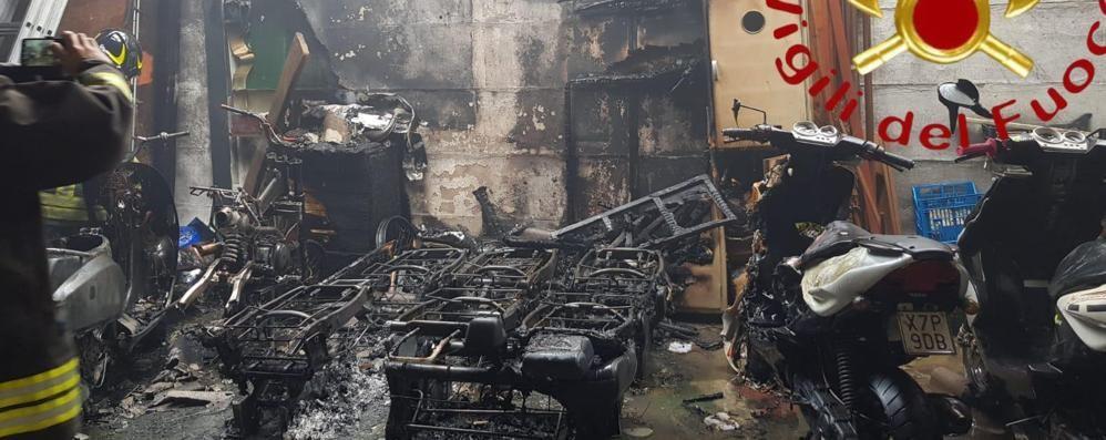 Incendio in un garage  Pompieri a Cernobbio