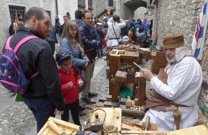 Artigiani medioevali al lavoro