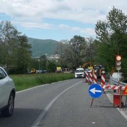 È arrivato il semaforo in val Mulini  Tutti in coda sulla strada dei frontalieri
