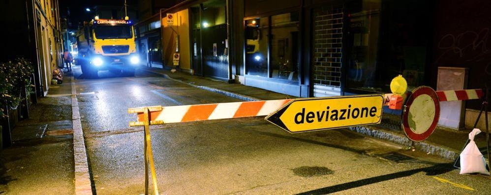 Strade chiuse fuori orario  e informazioni sbagliate  La beffa delle asfaltature