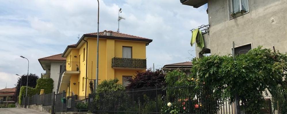 Brenna, il padrone è in casa  Assalto dei ladri dal balcone