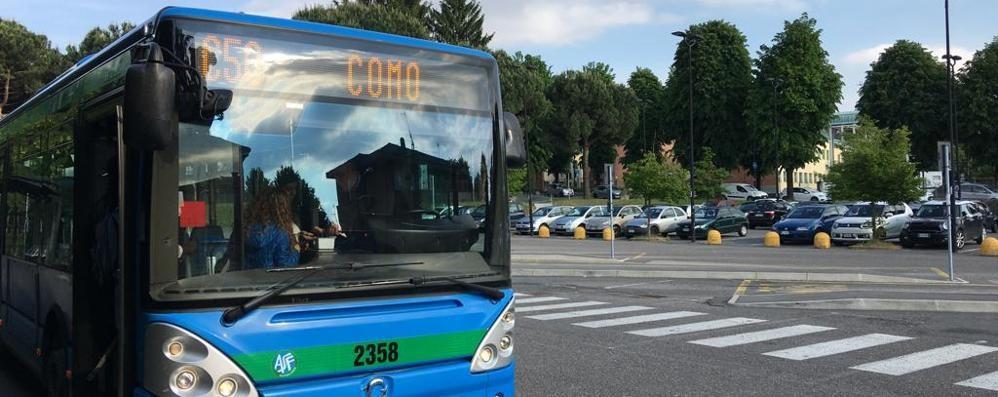 """Avvicinò due ragazzine  fuori da scuola a Cantù  Ora scatta il """"foglio di via"""""""