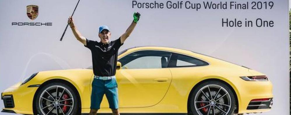 Il golfista del colpo impossibile   Direttamente in buca da 160 metri