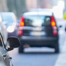 Incidente, chiusa e riaperta via Bixio Traffico deviato e rallentamenti