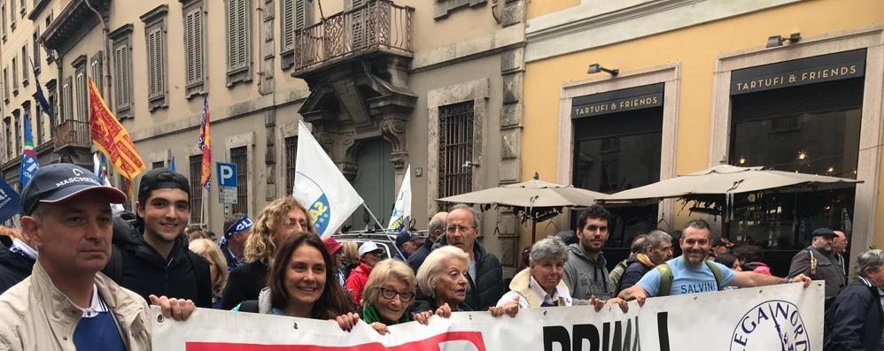 Lega, 400 comaschi da Salvini  «I contestatori? Erano pochi»