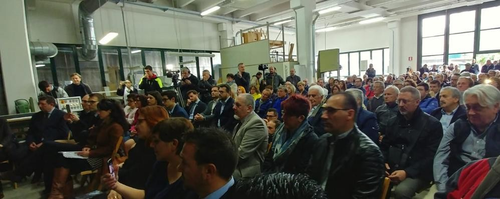 Di Maio parla di Imu e attacca la Lega  A Carugo però tante assenze 5 Stelle