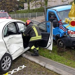 Scontro tra auto e camion  Donna ferita a Vertemate