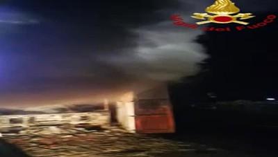 Incendio furgone a Lezzeno