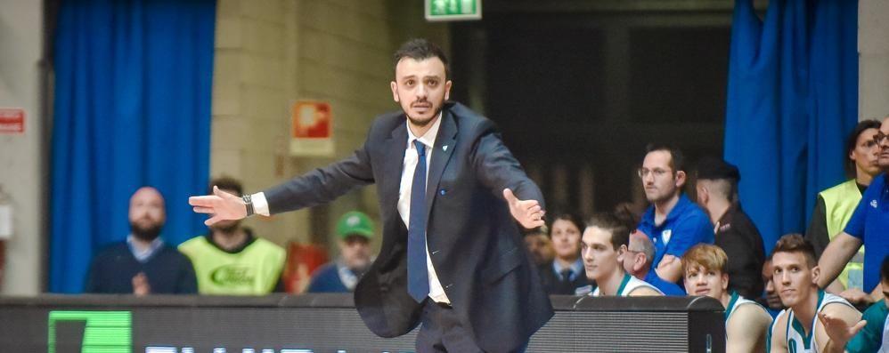 Cantù, trappola sul coach  Quante offerte per Brienza