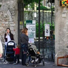 Como, Primo maggio: giardini chiusi  I genitori si lamentano