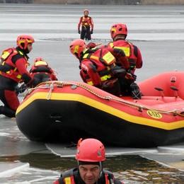 Canoa e vela in difficoltà  Intervento dei vigili del fuoco