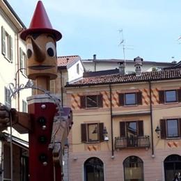 Cantù, la richiesta dei negozianti    «Via il Pinocchio per i lavori in piazza»