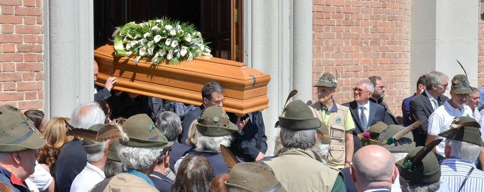 In mille al funerale dell'alpino morto  «Pietro era una persona speciale»
