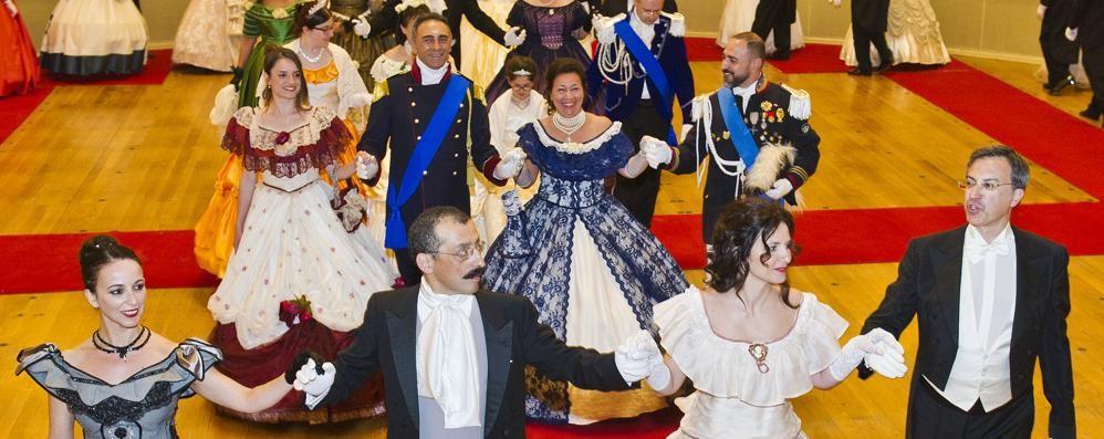 """La Stagione Notte se ne va  Sulle note del """"Gran Ballo"""""""