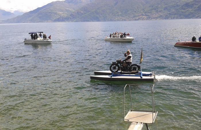 Menaggio la traversata via lago Menaggio Varenna Menaggio di Ariel Atzori 77 anni in sella a una moto Ariel del 1929 il 4 maggio 2019 - Foto Mauro Montanelli