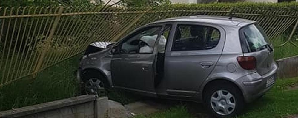 Bregnano, incidente all'incrocio  I residenti: «Serve il semavelox»