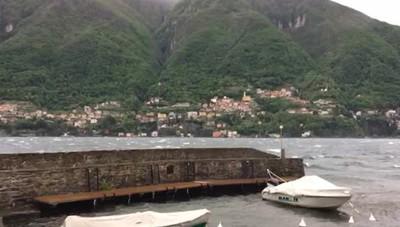 Laglio, onde alte e barca affondata
