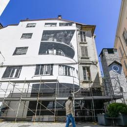 Palazzo da ristrutturare  Sarà cancellato  il murales in centro