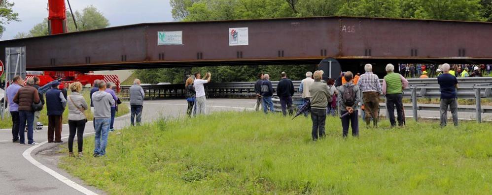 Annone, problemi con un carrello  Il ponte  posato al pomeriggio