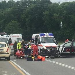 Scontro frontale tra due auto  Villa Guardia, 4 feriti, uno grave