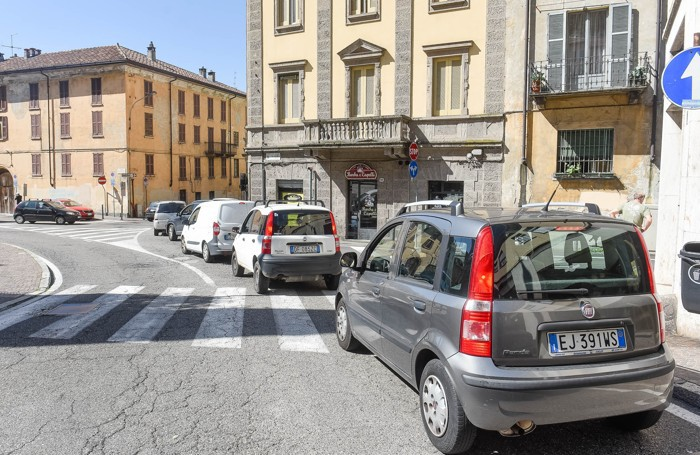 Como traffico bloccato per chiusura lungolago, via Torno
