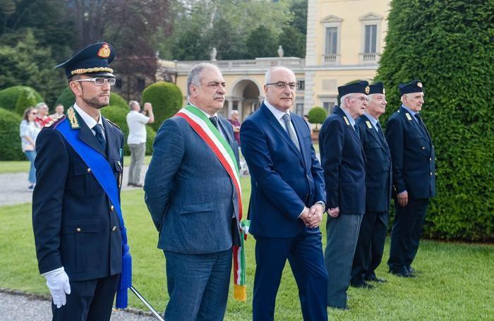 Da sin. il comandante Donatello Ghezzo, il sindaco Mario Landriscina e il prefetto Ignazio Coccia
