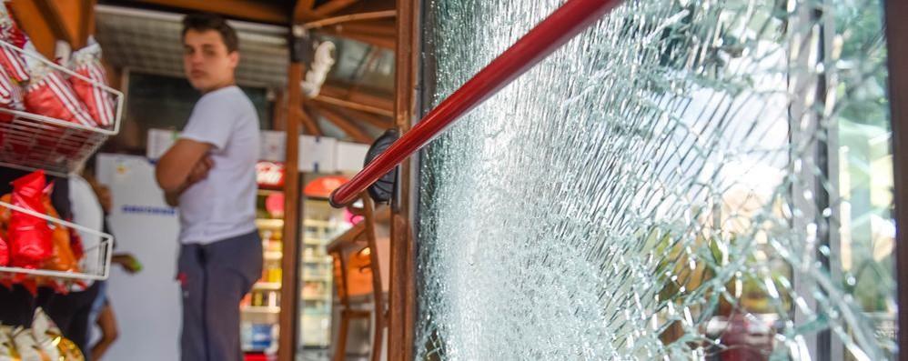 Spaccata al bar Pino  Via con fondo di cassa
