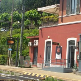 Derubata di sera sul treno a Inverigo  Spariti borsa, computer e chiavi di casa