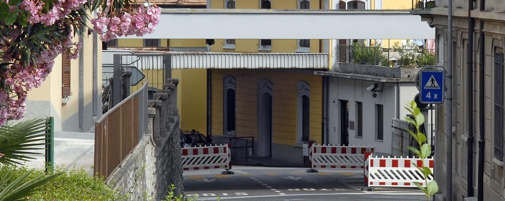 Il valico di notte chiude prima  Maslianico, la Svizzera protesta