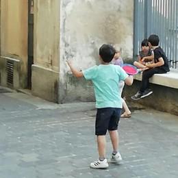 Piazza Martinelli chiusa alle 18, che beffa  Le mamme: fate giocare i nostri bambini