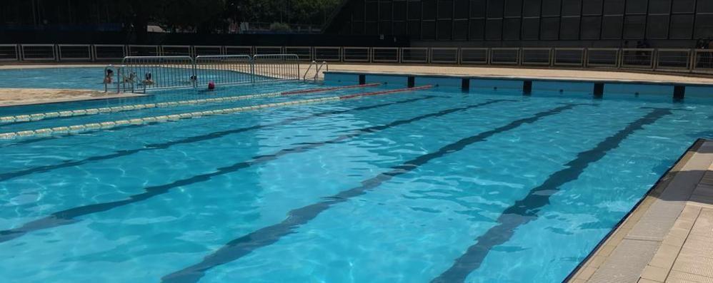 Sollievo dopo il dramma in piscina  Cantù, il bambino fuori pericolo
