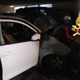 Auto in fiamme nel garage  Vigili del fuoco a Cermenate