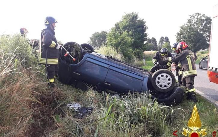 Bregnano, drammatico scontro  Un'auto ribaltata, tre feriti