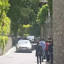 Obama in vacanza a Laglio (video)  I VIDEO della carovana di auto  verso Villa Oleandra