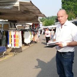 Bancarelle, la linea dura funziona  A Mariano paga il 40% dei morosi