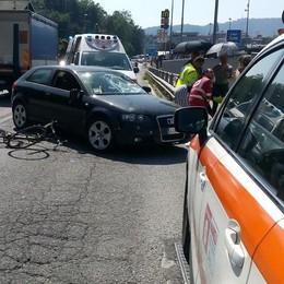 Ciclista investito da un'auto  Lipomo, incidente sulla Briantea