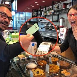 «Con la mia carta  per i  Bitcoin  pago il caffè al bar»