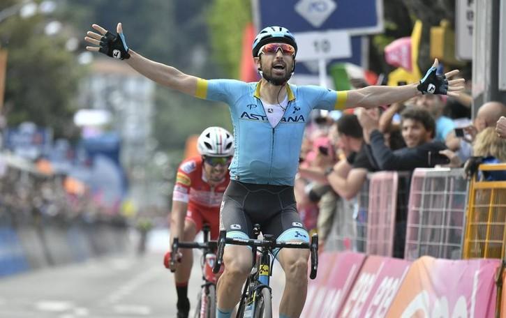 Giro d'Italia, che spettacolo  Folla incredibile lungo le strade  Vince Cataldo dopo 200 km di fuga  I video dei lettori